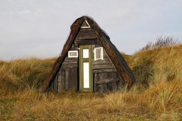 Sehr kleines Haus in den Dünen