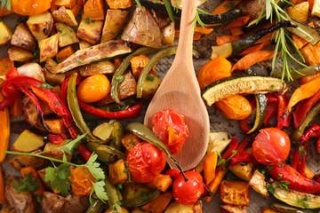 Fototapete - roasted vegetable, tomato, bell pepper, zucchini, aubergine