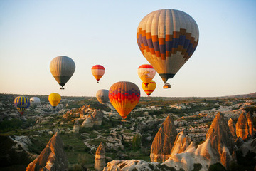 Papiers peints Montgolfière / Dirigeable Colorful hot air balloons in Goreme national park, Cappadocia, Turkey
