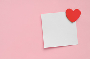 Blank paper note and red heart on pink paper background. Valentine's Day. Fotobehang