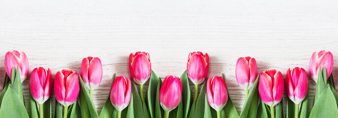 Foto op Canvas Tulp Beautiful pink tulips on wooden background.