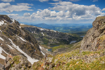 Fototapete - View from the top of the mountain gorge