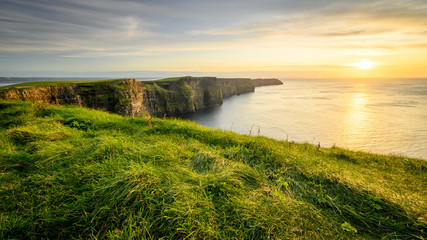 Moher cliffs and atlantic ocean in Ireland Fototapete