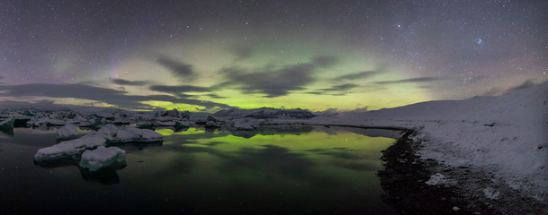 Wall Mural - Aurora Borealis (Northern Lights) above Jokulsarlon Glacier Lagoon
