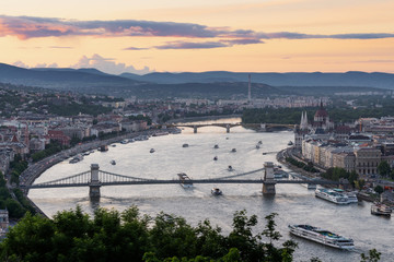 Wall Mural - Budapest city, Hungarian Parliament and the Chain Bridge in Hungary