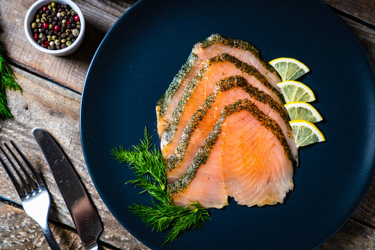 Smoked salmon with dill and lemon