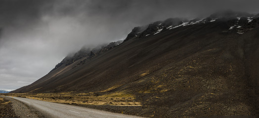 Misty mountain in Iceland Fotomurales