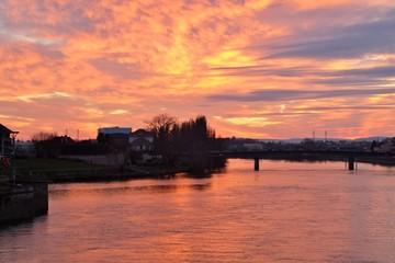 Foto auf AluDibond Koralle Coucher de soleil sur la Saône.