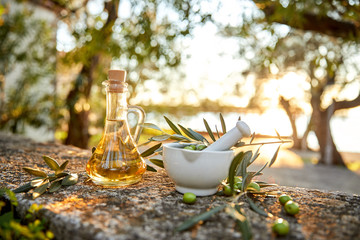 Ingelijste posters Olijfboom .Green Olives And Bottle Of Olive Oil