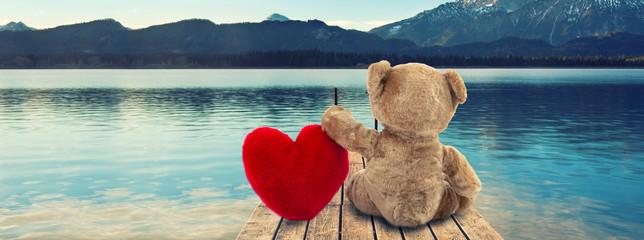 Fotorollo Blau Jeans Valentinsgeschenk - Teddy mit Herz am Steg