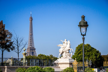 Fotobehang Eiffeltoren Marble statue and Eiffel Tower view from the Tuileries Garden, Paris