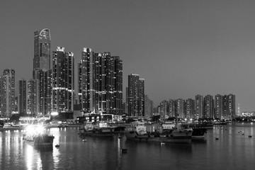Fototapete - skyline and harbor of Hong Kong city at dusk