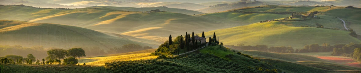 Photo sur Toile Vignoble Tuscany - Landscape panorama, hills and meadow, Toscana - Italy