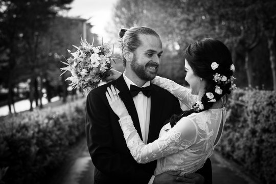 wedding moments of cool fashion couple