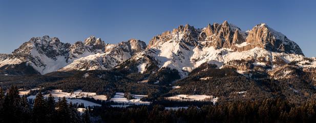Wilder Kaiser Panorama bei Sonnenuntergang im Winter Fototapete
