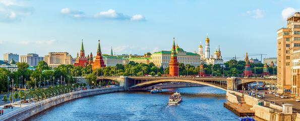 Stores à enrouleur Moscou Kremlin across Moskva river