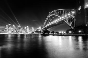 Spoed Fotobehang Sydney Black and white photo of Sydney Harbour Bridge at night
