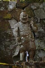 神社の彫像