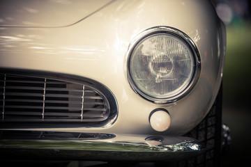 Fond de hotte en verre imprimé Vintage voitures Headlight of a vintage classic car