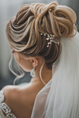 Foto op Canvas Kapsalon Wedding hairstyle as a work of art 2478.