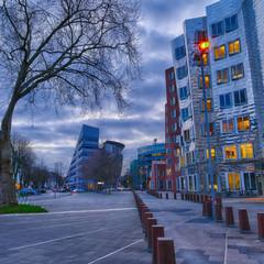 Straße im neuen Düsseldorfer Hafenviertel
