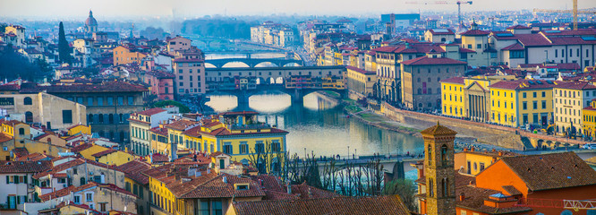 Photo sur Aluminium Con. Antique Florence Ponte Vecchio Bridge and City Skyline in Italy. Florence is capital city of the Tuscany region of central Italy. Florence Ponte Vecchio Bridge and City Skyline in Italy.