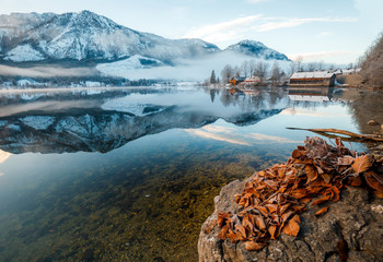 Keuken foto achterwand Grijze traf. Winter landscape with lake and reflection at the Grundlsee in Austria