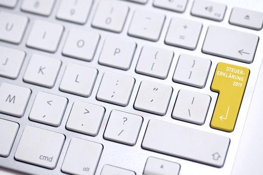 Tastatur mit Taste für Steuererklärung 2019