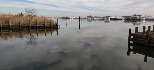 Photo sur Aluminium Ponts water river calm peaceful clouds pier