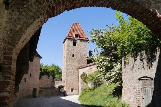 Blick durch Burgtor zum Burgturm Burg Trausnitz Landshut
