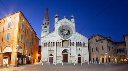 Fotomurales - Modena - The west facade of Duomo  (Cattedrale Metropolitana di Santa Maria Assunta e San Geminiano) at dusk.