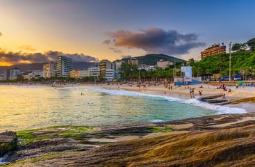 Fotomurales - Sunset view of Ipanema beach and Arpoador beach in Rio de Janeiro, Brazil
