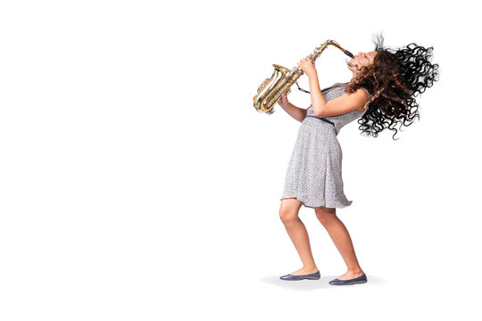 a female teenage saxophonist