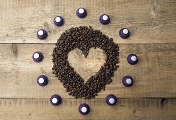 Cuore di caffè con capsule