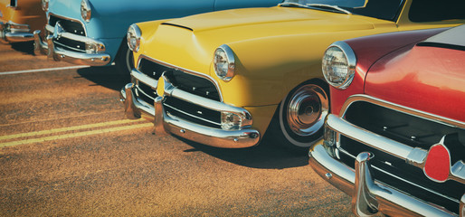 Foto op Canvas Vintage cars Classic cars in a row.