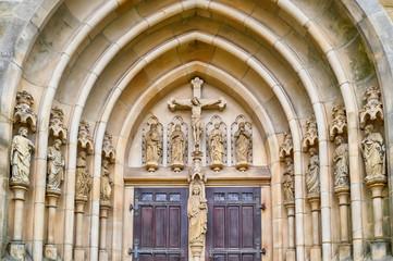 Verziertes historisches Kirchenportal in Meppen