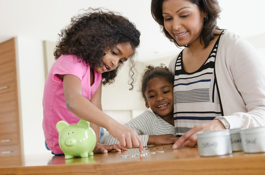 mom teaching daughters about money