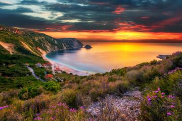 Poster Mer coucher du soleil Beautiful summer sunset on Greece islands
