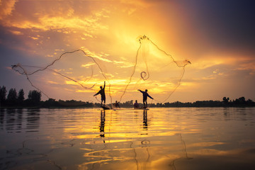 Poster Peche Asian Fishermen on boat fishing at lake, Thailand countryside