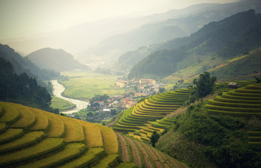 Photo sur Plexiglas Les champs de riz Rice fields on terraced of Mu Cang Chai, YenBai, Vietnam. Vietnam landscapes.