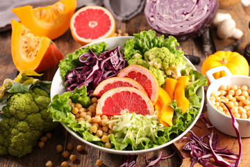 Wall Mural - vegetarian salad bowl with lettuce, chickpea, grapefruit and cabbage