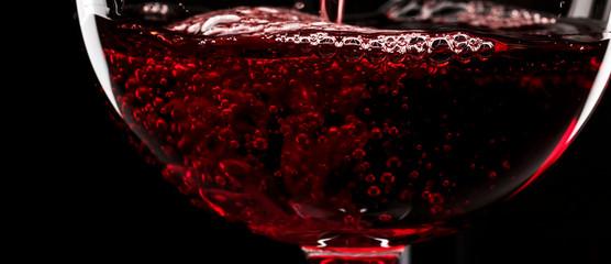 Photo sur Aluminium Vin Red wine on black background, abstract splashing. Macro shot