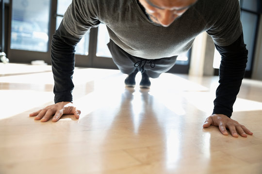 Focused man doing plank exercise in gym