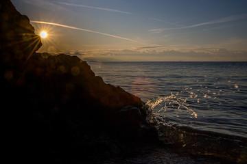 Sonnenuntergang an einem Strand in Griechenland