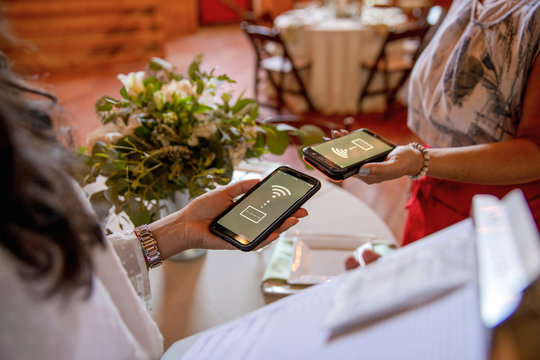 Wedding planner and vendor using smart phone wi-fi payment
