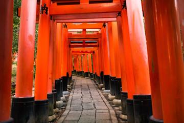 Tuinposter Rood 日本京都伏見稲荷大社の千本鳥居