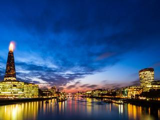ロンドン テムズ川の夕景