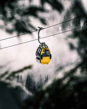 Gondelfahrt im schweitzer Skigebiet