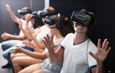 Excited  man experiencing with friends virtual reality Fotobehang
