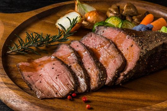 ローストビーフ Freshly made roast beef